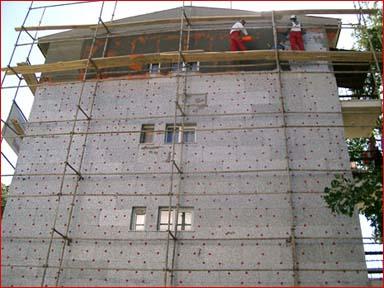 Bina yalıtımı dışarıdan yalıtım malzemeleri kullanılarak ısı yada sesin engellenmesi için yapılan yalıtım çeşidi.