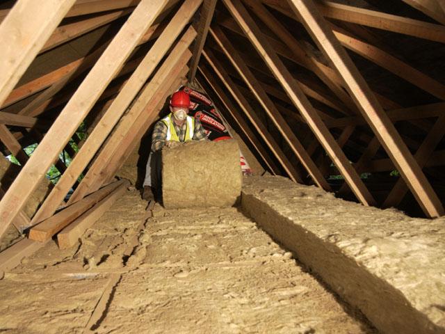 Ahşap yada metal tavanlarda kullanabileceğiniz izolasyon türü, çatılarda ısı izolasyonu sağlamak için kullanılır.